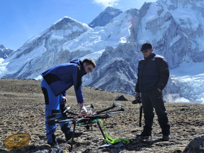 1_Michale-Kronmiller-Testing-Rescue-Response-Drone-at-Kalapatthar
